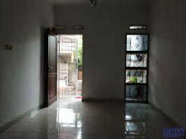 RUMAH STRATEGIS 2 KAMAR TIDUR DI BEKASI -> Pintu dan jendela dilengkapi tralis