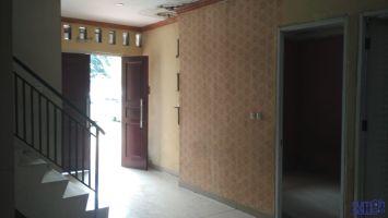 Disewakan rumah 2 lantai (dekat Vila Pamulang, 15 menit dari BSD City) ->