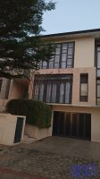 Disewakan Rumah Cantik Dan Minimalis di kawasan BSD City ->