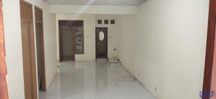Rumah Taman Royal I Tangerang disewakan, Dekat Masjid, Khusus Muslim. ->