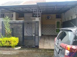 Rumah Dikontrakan Dekat Exit Tol Pakis Malang -> ada carport