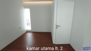Disewa Rumah Lokasi Strategis Ujung Blok Beranda Mas Komplek Vida -> Kamar Utama Lt 2