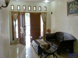Disewakan Rumah Type Mediteranian Asri di Depok dekat Jakarta Selatan ->