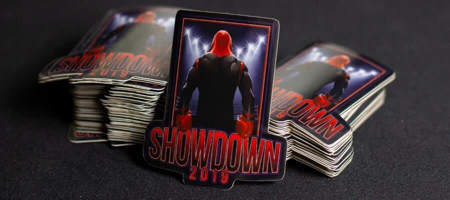 Bildet av Showndown 2019 logoen - Klistremerker fra Russemerket