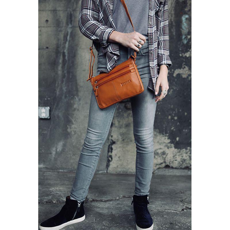 The Field Walker Handbag Tan