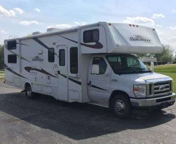 2010 Bunkhouse Class C with an E450 - Perfect for Families