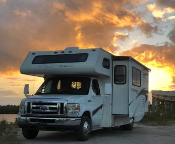 2009 27ft Thor Chateau Sport w/Slide out