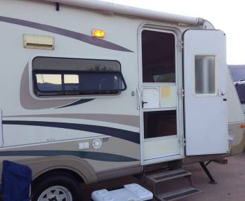 2004 Travel-Lite R-Vision 8233 S