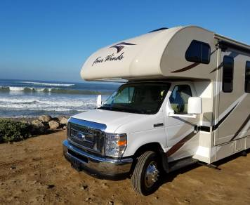2017 THOR 28Z Four Winds