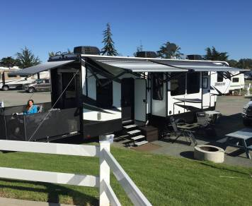 2017 Grand Design Momentum 350m 5th Wheel