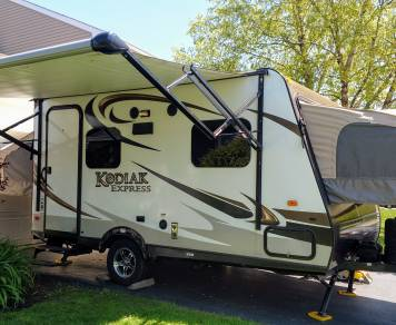 2015 Kodiak - Light & easy Tow...Sleeps 6 ... Full Kitchen & Bath...Full Hookups! All the conveniences you want in a small & light camper! Ditch the tent, skip the pop-up! MOM APPROVED!