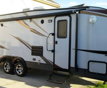 2015 Riverside Whitewater 827 toy hauler