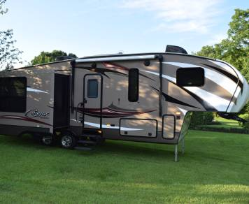 2016 LUXURY 5TH WHEEL!! We deliver and set up!
