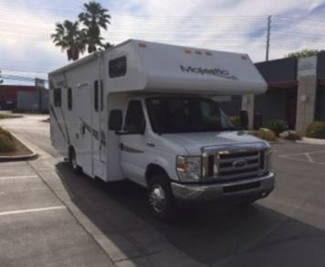 2012 25 FT CLASS C RV SLEEPS 6 DRIVES LIKE A CAR NICK NAME (WINNIE)