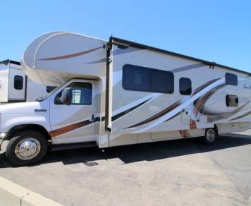 2018 Brand New 2018 Thor Four Winds Bunkhouse