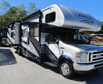 2017 FOREST RIVER FORESTER 3171DSF