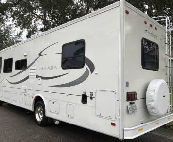 2002 Beautiful & Clean Coachman Mirada 31ft