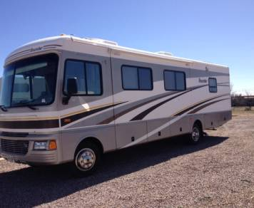 2005 Workhorse ~ Great Fuel Economy ~ Fleetwood Bounder