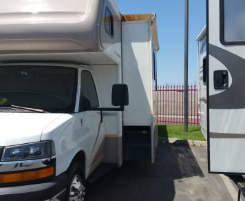 2007 Fleetwood Jamboree pull out driver side