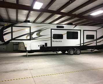 2017 Heartland Sundance 42' - 2 bedrooms/2 bathrooms!