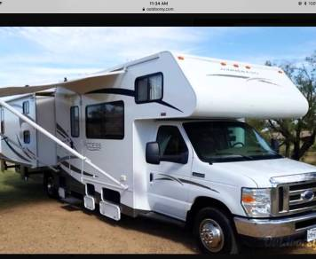 2009 Winnebago with Bunkhouse