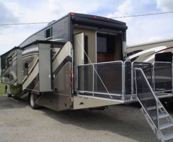 2016 2016 Thor Outlaw 38RE PARTY Patio & KING Bed
