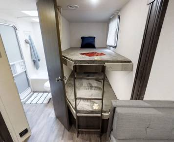 2019 Luxury Bunkhouse (top line package) Home away from Home)