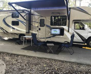 2019 Freedom Elite 30FE, 2 bunk beds, sleeps 8, Outdoor entertainment