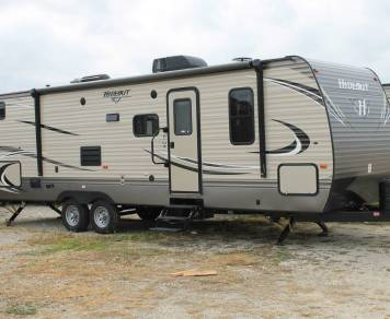 2017 Keystone Hideout 29BKS with double rear bunks