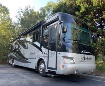 2011 Berkshire Bunkhouse - Class A Diesel Coach
