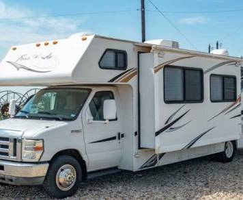 2011 Thor Motor Coach Four Winds 31K - Loaded and ready to go!