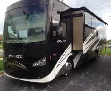 2017 Thor Motor Coach Palazzo