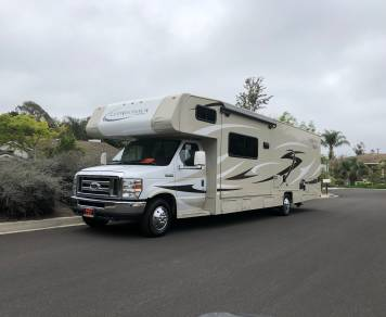 2016 32' Coachman Leprechaun in Vista. 150 miles per day WOW!
