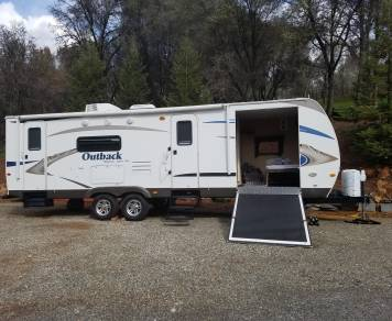 2011 Keystone Outback, King size bed, 2 Full size beds and 1 single, Outside Barbecue and sink, Outside front Canopy, large storage compartment that doubles as bedroom. Full inside kitchen.