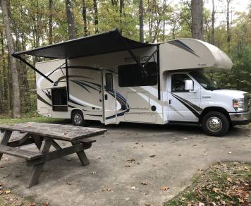 2018 Thor Freedom Elite w/Outdoor Kitchen