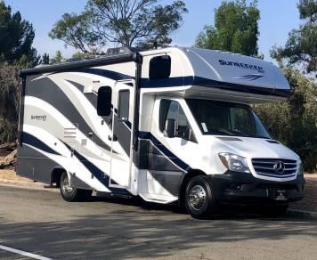 2018 2018 Mercedes Benz 25' Luxury Condo on Wheels!