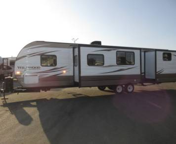 2016 Wildwood by Forest River 32BHDS