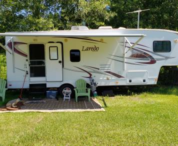 2011 Keystone Laredo with slide out room