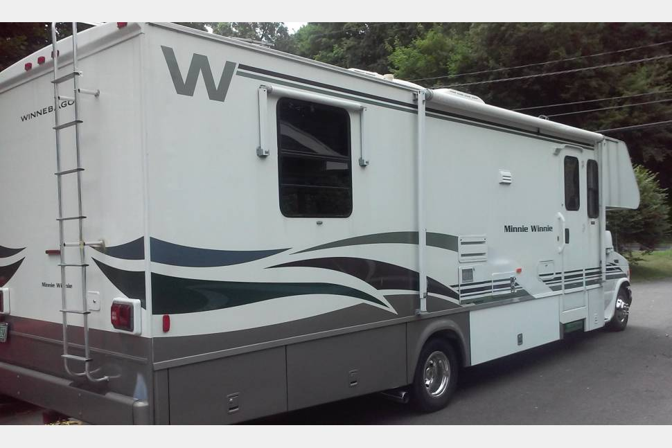 Creative The Winnebago Minnie Is A Welldesigned And Wellequipped Trailer While The Price Point On The 2500FL Is On The Higher End For This Class, The Build Quality, Feature Set And The Support Of The Winnebago Brand Are More Than Worth The