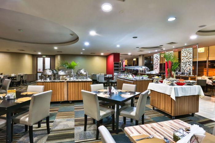 Refeições impecáveis no restaurante do hotel.