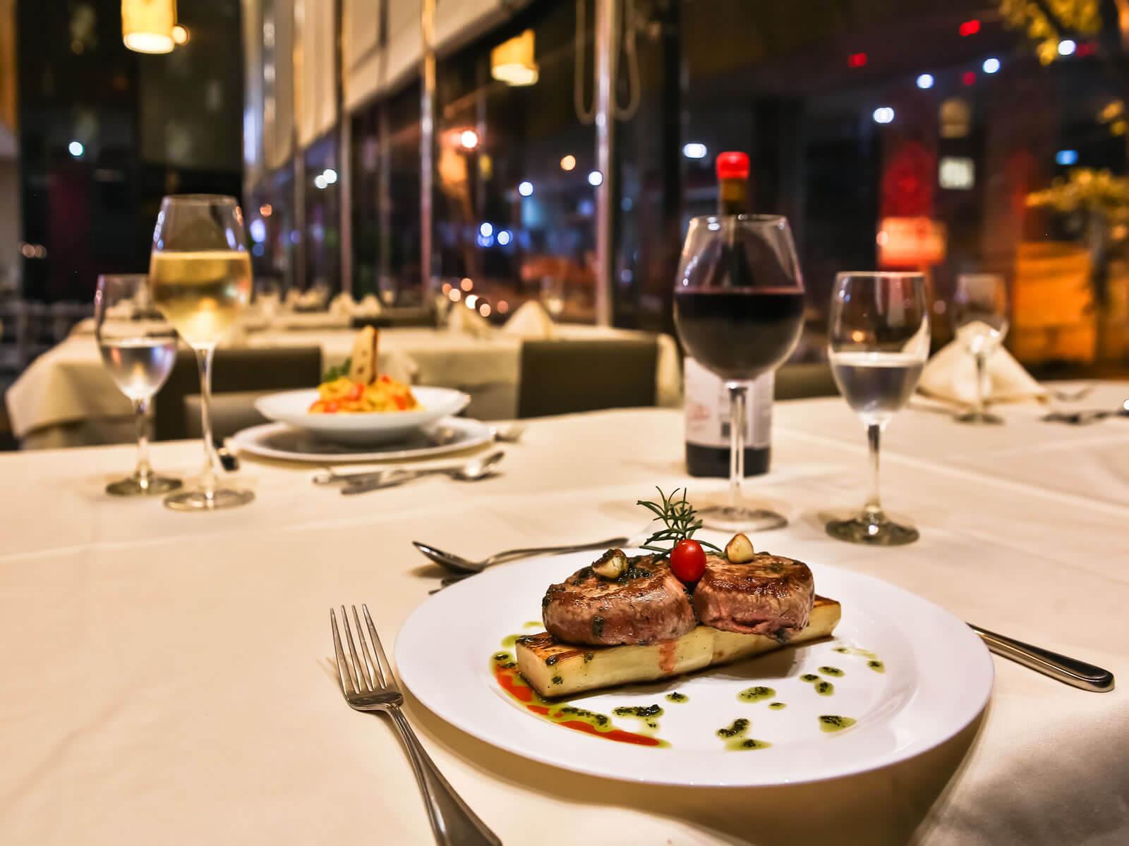 A gastronomia do Hotel é assinada pelo Restaurante Locanda