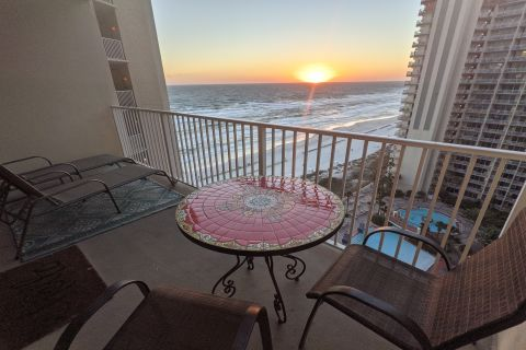 Family-oriented luxury unit on the 14th floor looking over the beach and pool at Shores of Panama