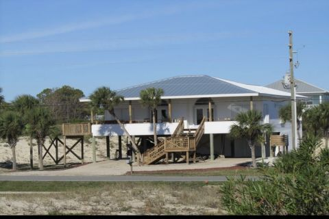 Weathersbee By The Sea, vacation rental in St. George Island, House Rental, 4 bedroom 3 bathroom and sleeps 13