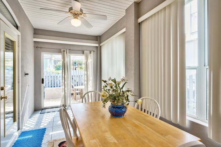 Sun room/ dining area