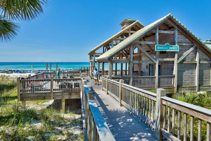 Private beach pavilion with showers, rest rooms, rinse showers, wagon parking and  food bar during peak time - a shirt 3-4 minute stroll from the home - Rentals available for beach set up chairs and umbrella as well as kayaks and paddleboarding
