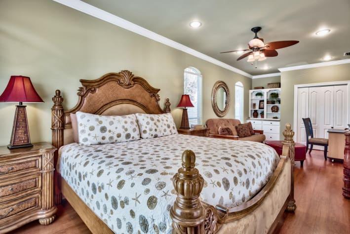 1st Floor King Master Suite with Queen Futon Sleeper
