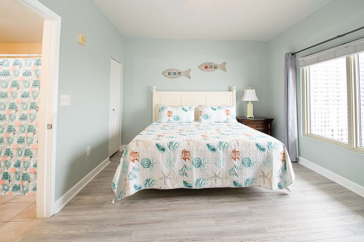 Queen bedroom with gulf views