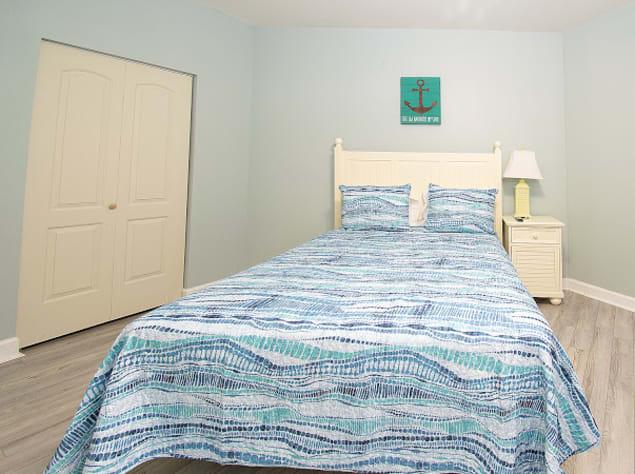 Full/Queen bedroom with bunk beds