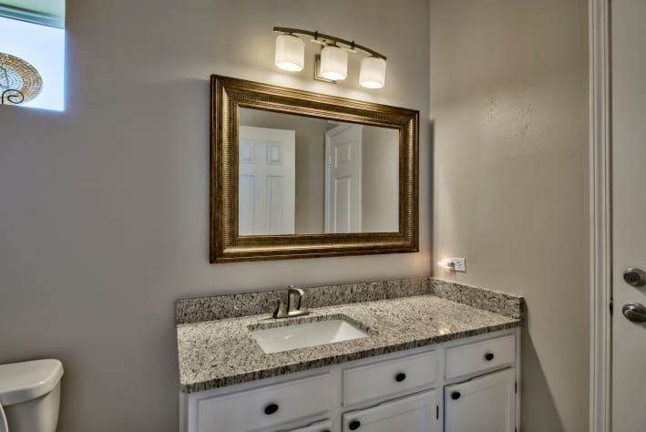 Third Floor King Master Bath with Tub/Shower Combo