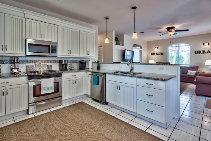 Eat-in kitchen with breakfast bar, stainless appliances, custom cabinets